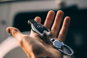 hand-key-holding-car